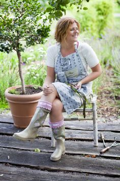 A complete gardening outfit.