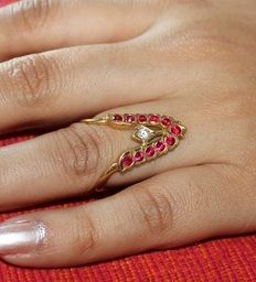 south-indian-pattern-wedding-rings19 Types Of Wedding Rings, Cool Wedding Rings, Wedding Ring Designs, Wedding Rings For Women, Wedding Jewelry, Gold Jewelry Simple, Gold Rings Jewelry, Simple Necklace, Indian Jewelry Earrings