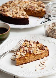 This Gluten Free Ginger Honey Almond Cake Recipe is gluten, grain, dairy, oil, and refined sugar free, as well as figure-friendly and Paleo-friendly.