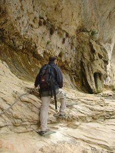 Nacimiento del Río Pitarque (PR-TE 67) (Pitarque -Teruel-)
