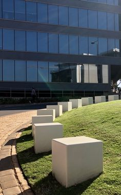 Line detail throughout the Umhlanga Ridge public spaces created with rectangular bench and - traffic bollard all in powder grey :: PUBLIC SPACE