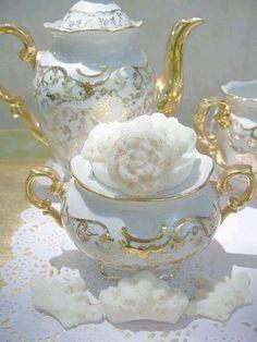** Trio set na čaj - zlacený porcelán **