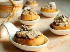 crostini con mousse di tonno croutons with tuna mousse, finger-foods. Bruschetta, Crostini, Canapes, Christmas Eve Dinner, Christmas Cooking, Party Finger Foods, Finger Food Appetizers, Tapas, My Recipes