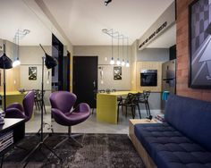 Apartamento de 40 m² em Porto Alegre tem 8 dicas para o lar parecer maior (De Tony Santos Arquitetura)
