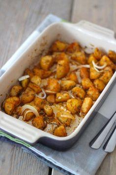Kerst: gekruide aardappeltjes uit de oven Potato Dishes, Potato Recipes, Homemade Recipe Books, Cooking For Dummies, Dairy Free Diet, Vegetarian Recipes, Healthy Recipes, Blueberry Recipes, Vegetable Side Dishes
