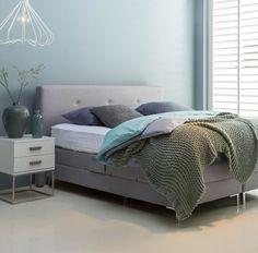 Hallo perfecte pastelkleuren in de slaapkamer! Heb jij al zo'n heerlijk boxspring bed? // Goossens @ Villa ArenA