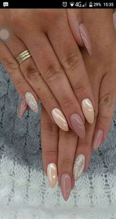 False nails have the advantage of offering a manicure worthy of the most advanced backstage and to hold longer than a simple nail polish. The problem is how to remove them without damaging your nails. Hot Nails, Pink Nails, Glitter Nails, Fancy Nails, Peach Nails, Blue Glitter, Hot Nail Designs, Acrylic Nail Designs, Acrylic Nails