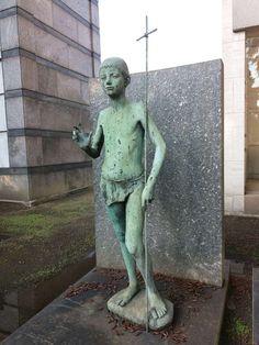 Cimitero Monumentale di Milano - Statua in rame di un bambino