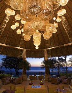This place is spectacular. in every sense of the word! Spectacular Hotel Lobbies Around The World: Mukul Resort & Spa, Nicaragua Design Hotel, Design Entrée, Design Lounge, Home Design, Design Table, Rustic Design, Design Trends, Design Ideas, Chandelier Design
