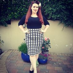 Love this look. Vintage and modern. Curvy Fashion, Plus Size Fashion, Womens Fashion, What's Your Style, Body Positive, Curvy Style, Cute Skirts, Scarfs, Size Clothing
