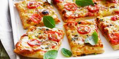 10 tips to know how to make a homemade pizza - cuisine - Pizza Pizza Recipes, Snack Recipes, Fish Recipes, Pizza Buns, Quiche, Vegetable Pizza, Italian Recipes, Healthy Snacks, Food And Drink