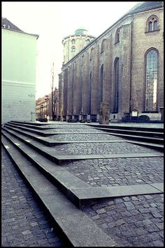 Landscape Stairs, Landscape Architecture Design, Urban Landscape, Architecture Details, Pavement Design, Stone Pavement, Ramp Stairs, Ramp Design, Outdoor Stairs