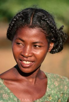 Emezi: Madagascar: Portraits of Malagasy women of different ethnicities. Names unknown Emezi: Madagascar: Portraits of Malagasy women of different ethnicities. Names unknown African Beauty, African Women, African Tribes, Dark Skin Beauty, Hair Beauty, African Hairstyles, Cool Hairstyles, Black Is Beautiful, Beautiful People