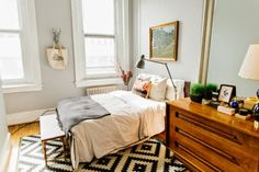 """Mid-century furniture pieces are such a great thing to have in your home because they bring so much personality and style to a space. This bedroom is a great example—the linens, art and general décor (excepting the rug) are really minimal, yet this room still feels """"finished"""". There are lot of affordable authentic mid-century pieces …"""
