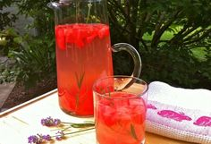 Watermelon rosemary water--also try mint lemon balm lemon grass Weight Loss Drinks, Weight Loss Smoothies, Detox Drinks, Healthy Drinks, Non Alcoholic Drinks, Beverages, Cocktails, Flavored Water Recipes, Flavored Waters