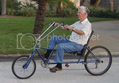 4 Wheel Bicycle, Recumbent Bicycle, Electronic Circuit Projects, Disabled People, 3rd Wheel, Tricycle, Cycling, Bike Ideas, Biking