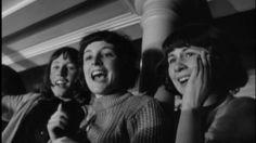 Una mica de música per a la nostàlgia. Espero que us agradi. Vaig ser i continuo essent una fan dels Beatles.The Beatles - She Loves You [HD]