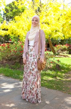 Hijab and abaya is the Muslim women attire that covers him. The trend of hijab and abaya is increase Islamic Fashion, Muslim Fashion, Modest Fashion, Hijab Fashion, Fashion Outfits, Style Fashion, Hijab Outfit, Hijab Stile, Modele Hijab