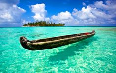 Isla Perro (Dog Island), San Blas, Panama 30 Stunning Beaches & Lakes With The Most Crystal Clear Waters In The World Cool Places To Visit, Places To Travel, Beautiful Islands, Beautiful Places, Amazing Places, Destinations, Water Pictures, Paradise On Earth, Crystal Clear Water