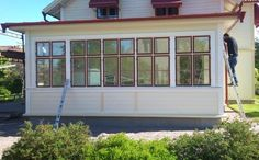 tillbyggnad 20 tals hus - Google Search Glass Porch, Wooden Cottage, Swedish House, House Extensions, Modern Kitchen Design, Cottage Homes, Terrace, Beautiful Homes, New Homes