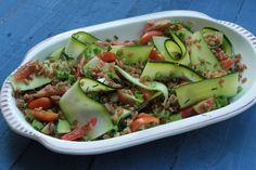 salade met spelt, courgettelinten en kerstomaten
