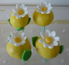 flowers - yellow daisy cake pops
