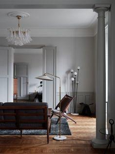 home of Joanna Lavén & David Wahlgren in Stockholm, Sweden / ph: Kristofer Johnsson for Kinfolk Home Home Interior, Living Room Interior, Interior Architecture, Interior And Exterior, Living Room Decor, Living Spaces, Interior Decorating, Victorian Architecture, Modern Interior