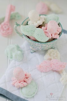 Homemade-White-Tea-Coconut-Bath-Bombs-by-Bakingdom.
