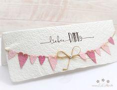 Wunderschöne, handgemachte Grusskarte zum Muttertag aus handgeschöpftem Papier aus eigener Herstellung. Wählen Sie aus vielen Farben, Titeln und weiteren Extra's und konfigurieren Sie so eine einzigartige und liebevoll gestaltete Muttertagskarte. #muttertagskarte #grusskarte #muttertag #liebendank #dankeskarte #herzen #wimpelkette #wimpel #handmade #lilimo #handgeschöpft #rosa Crafty, Bags, Pink, Paper, Nice Map, Handmade, Colors, Handbags, Bag