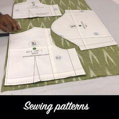 Dress Sewing Patterns, Sewing Patterns Free, Pattern Sewing, Pattern Drafting Tutorials, Dress Sewing Tutorials, Pattern Cutting, Sewing Sleeves, Hand Work Blouse Design, Cut Work Blouse