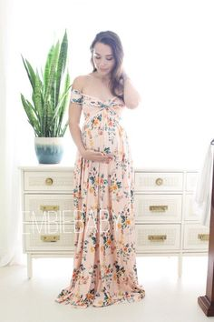 💕 current turnaround time for all regular orders is two weeks until we ship from date of purchase. Rush orders are available at check out, we shipped from Florida using USPS priority mail for all US orders. 🌸Ready to ship section Floral Maternity Dresses, Maternity Dresses For Baby Shower, Cute Maternity Outfits, Maternity Gowns, Pregnancy Outfits, Mom Outfits, Maternity Fashion, Baby Shower Outfits, Maternity Shoots