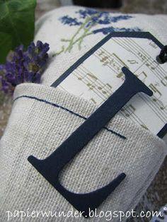 Am Sonntag hatte ich mal wieder Lust zum Sticken und habe Lavendel auf mein altes Leinen gestickt.  Gestern wurde dann die Nähmaschine herau...