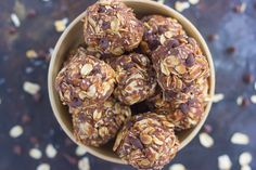 Healthy Recipes : Illustration Description These 5 ingredient no bake white chocolate energy bites are exactly what I need every day around 3 pm! Protein Energy Bites, Peanut Butter Energy Bites, No Bake Energy Bites, Protein Bars, Energy Balls, Protein Power, Healthy Treats, Healthy Baking, Healthy Desserts