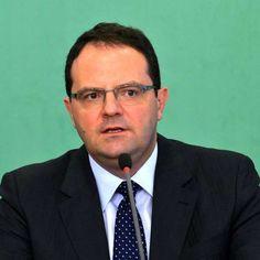 Barbosa fará defesa de Dilma na Comissão do Impeachment Povo brasileiro ou não, se preparem na porta do congresso !