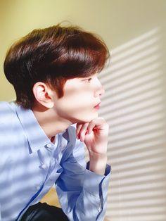 New sebagai fotografer pro, dan Younghoon seorang model terkenal.  Ne… #acak # Acak # amreading # books # wattpad Taehyung, Seo News, Hyun Jae, Never Fall In Love, Boy Celebrities, Kim Sun, Kpop Guys, I Meet You, Handsome Boys