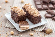 Moelleux au chocolat enrobé de chocolat craquant aux éclats de noisettes et ganache montée au praliné.