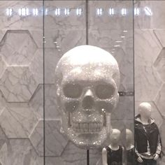 PHILIPP PLEIN: Espectacular obra para Philipp Plein... Mi amiga y cliente Graziana L. se merecía una tienda preciosa 🔝  PHILIPP PLEIN: Awesome refurbish work for @philipppleininternational ... My client and friend Graziana L. deserved a super store 🔝 ️ #recordtimeluxuryworks #sureformaentiemporecord #construccionlujo #reformaslujo #decoracionlujo #luxurydecoration #interiorismo #luxurybuilding #marbelllalife #alacarga✌️