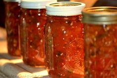 homemade salsa using fresh tomatoes, canning it :) Canning Salsa, Canning Tips, Canning Tomatoes, Canning Recipes, Homemade Food Gifts, Homemade Salsa, Fresh Tomato Recipes, Tomato Season, Good Enough To Eat