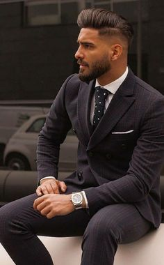 Handsome Italian Men, Handsome Bearded Men, Beautiful Men Faces, Gorgeous Men, Dress Suits For Men, Men Dress, Look Man, Stylish Mens Outfits, Dapper Men
