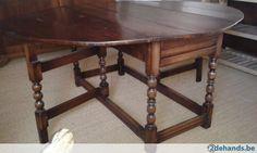 Antieke eiken tafel, licht ovale vorm, uniek stuk!!
