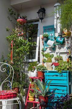 40 Basic Exterior Wall Into an Elegant Vertical Garden to Perfect Your Garden - Decoration Plante, Balcony Design, Patio Design, Rustic Outdoor, Balcony Garden, Backyard Patio, Porch Decorating, Plant Decor, Bohemian Decor