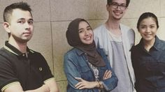 Laudya-Chyntia-Bella-Beri-Kado-Bikin-Raffi-Ahmad-Salah-Tingkah