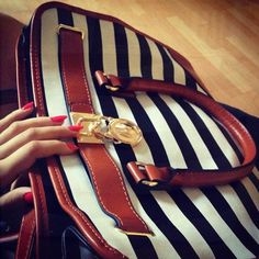 Best mk bags with your gifts ,just . all-mk handbags,mk bags. Gucci Purses, Hermes Handbags, Burberry Handbags, Handbags Michael Kors, Straw Handbags, Leather Purses, Leather Handbags, Chanel Resort, California Style