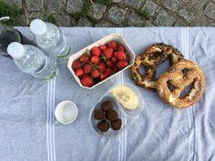 Sarah J. Loecker  : Picnicks and sketching Sarah J, Urban Sketching, Austria, Picnic, How To Memorize Things, Treats, Painting, Travel, Food