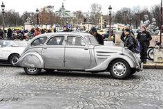 #Peugeot #402 à la Traversée de #Paris hivernale 2016. Reportage complet : http://newsdanciennes.com/2016/01/10/grand-format-traversee-de-paris-hivernale-2016/ #Vintage #VintageCar #Voiture #Ancienne