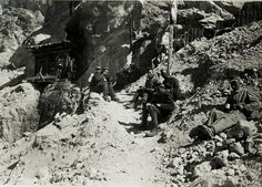 Austrian Soldiers having lunch on the Marmolada. 24 September 1917 (Österreichische Nationalbibliotek)