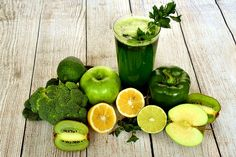 Detox diets are are designed to flush out toxins from your body. although it is unclear exactly which toxins detox diet to get rid of that can still be 7 Day Detox Diet, Detox Diet Plan, Detox Diets, Week Diet, Healthy Foods To Eat, Healthy Smoothies, Smoothie Recipes, Healthy Weight, Homemade Smoothies