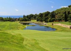 Located in an area of outstanding weather to play golf. Landscape of great beauty, with wonderful sea views.