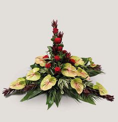 Ikebana s flamingovci in vrtnicami Tropical Flowers, Tropical Flower Arrangements, Modern Floral Arrangements, Creative Flower Arrangements, Ikebana Flower Arrangement, Beautiful Flower Arrangements, Beautiful Flowers, Funeral Floral Arrangements, Church Flower Arrangements