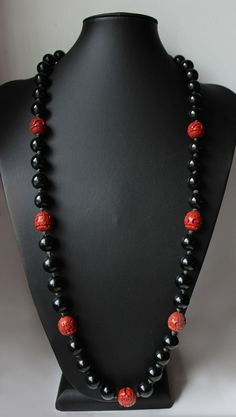 1940s Chinese necklace made of genuine cinnabar and black lacquered beads